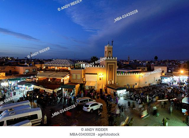 Africa, Morocco, Marrakech, 'Assembly of the Dead' Square, Djemaa el Fna, dusk