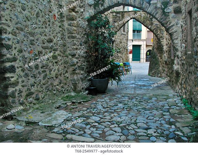 Streets of Besalú, Girona, Catalonia, Spain
