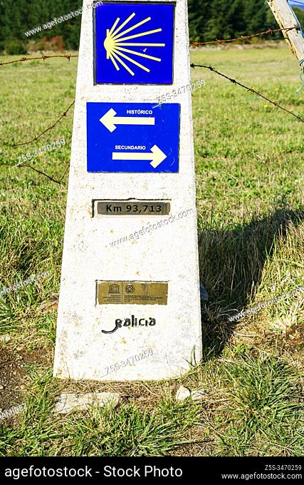Jacobean cairn, with the direction of the way and its alternatives. French Way, Way of St. James. near Portomarin, Lugo, Galicia, Spain, Europe
