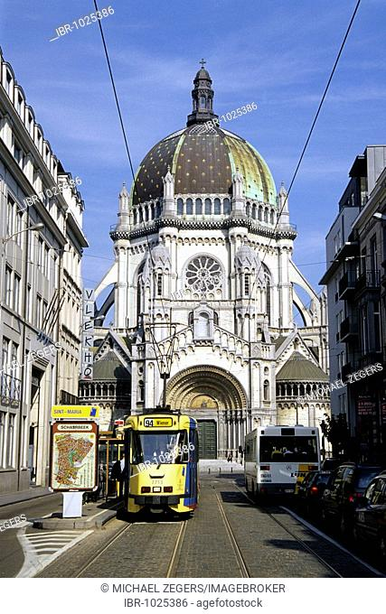 Eglise Sainte Ste Marie, Sint St Maria Kerk, church with large cupola at the Place de la Reine, Koninginneplein, tram in the Rue Royale, Koningsstraat
