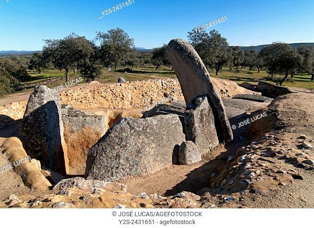Dolmen of Lacara (between 3000 and 4000 BC), Merida, Badajoz, Extremadura, Spain, Europe
