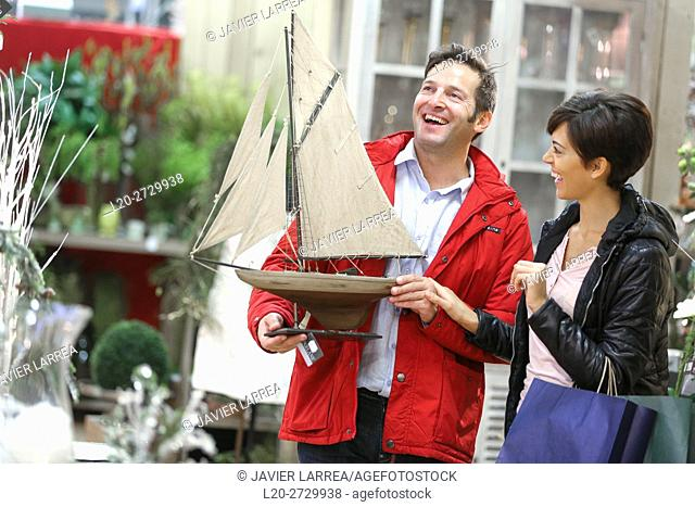 Couple buying a boat decor