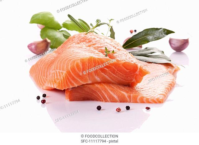 Raw salmon fillet with herbs, garlic and peppercorns