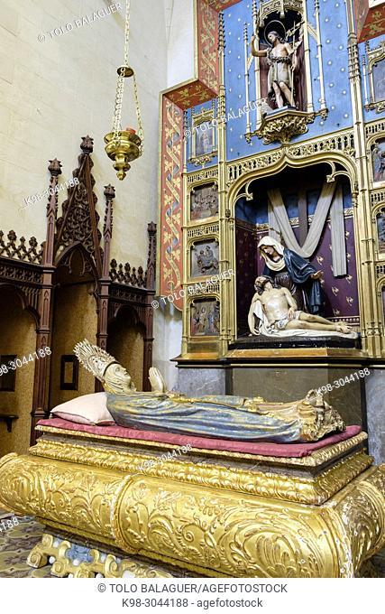 Mare de Déu Morta, virgen yaciente, retablo neogotico, 1905, obra de Gabriel Moragues, capilla de la madre de Dios de los Dolores, Iglesia de Sant Miquel