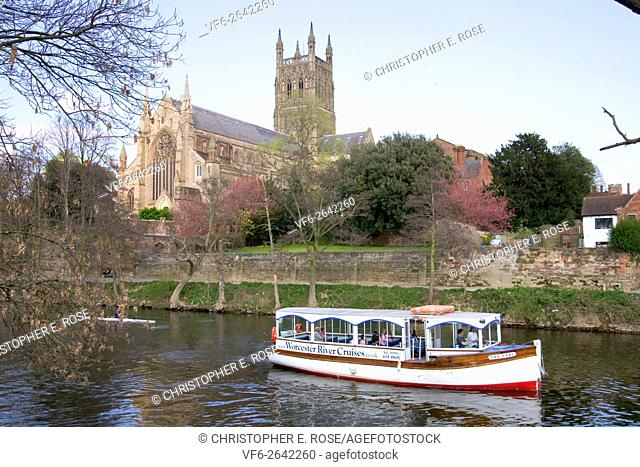 England, Worcestershire, Worcester, River Severn, Cathedral, boat trip passing