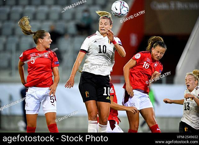 Switzerland's Noelle Maritz, Belgium's Justine Vanhaevermaet and Switzerland's Malin Gut fight for the ball during a soccer game between Switzerland and...