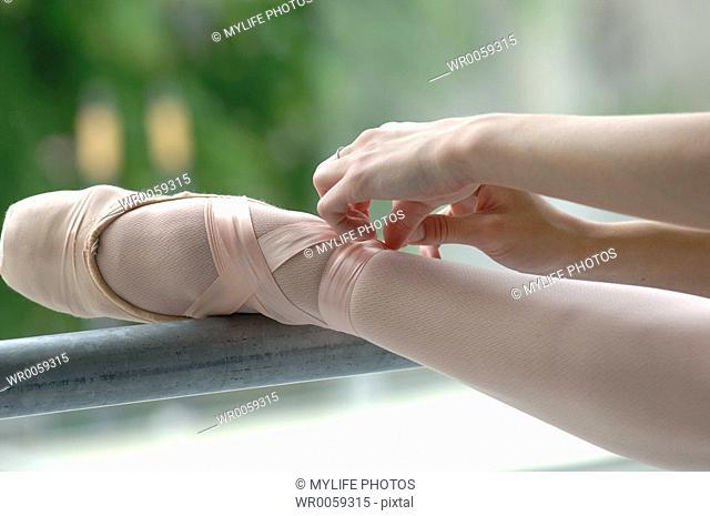 tying slipper