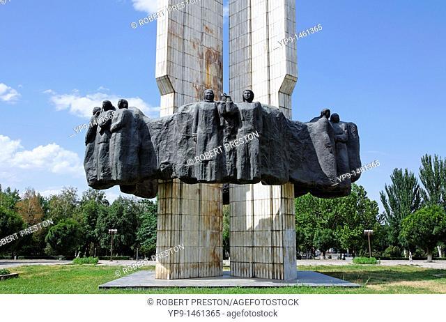 Kyrgyzstan - Bishkek - statue