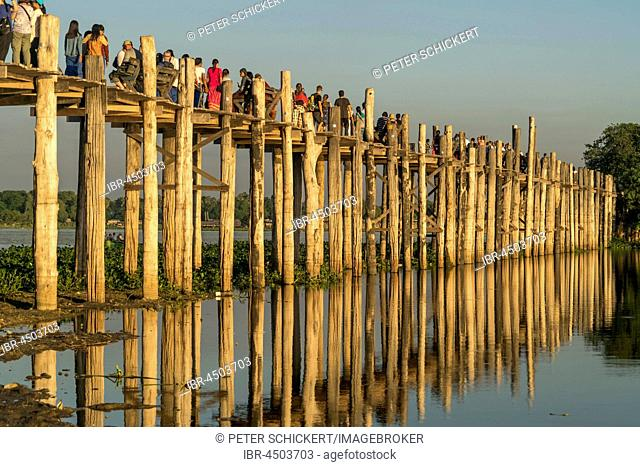 U Bein Bridge over Taungthaman Lake, Amarapura, Mandalay, Myanmar