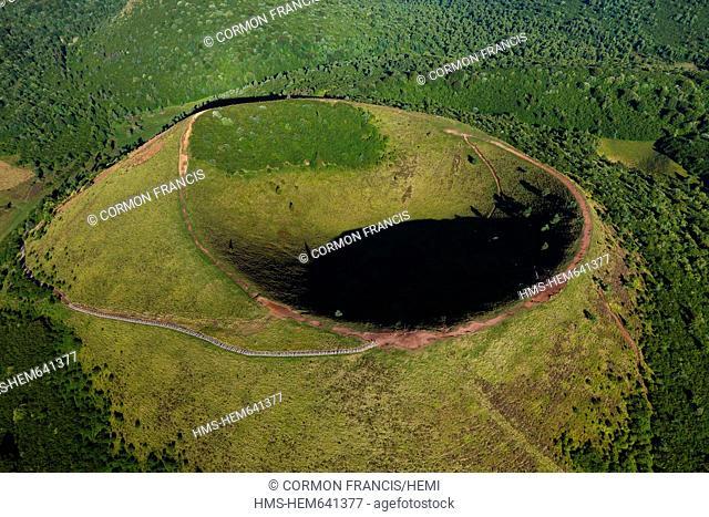 France, Puy de Dome, Parc Naturel Regional des Volcans d'Auvergne Regional Nature Park of the Volcanoes of Auvergne, Chaine des Puys, Orcines