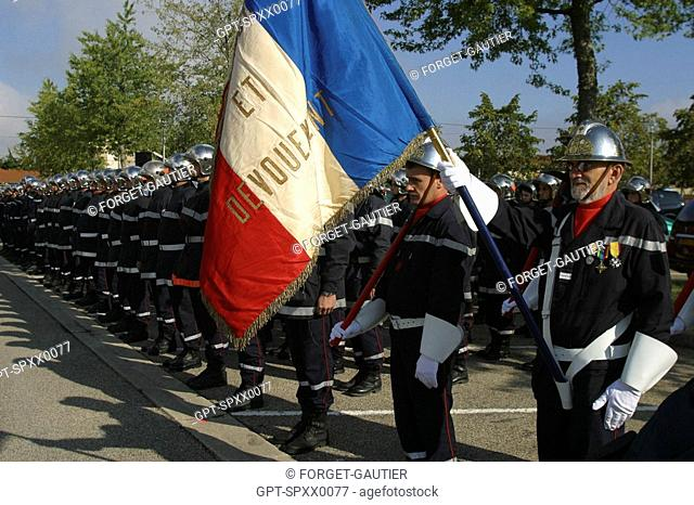 THE GUARD WITH THE FLAG, 110TH NATIONAL CONGRESS OF FRENCH FIREFIGHTERS, BOURG-EN-BRESSE, AIN 01, FRANCE
