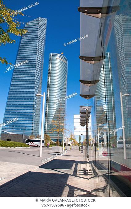 Cristal Tower and Espacio Tower from bus stop, Paseo de la Castellana. Madrid, Spain