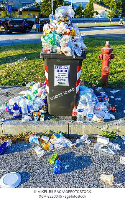 Litter bin overflowed