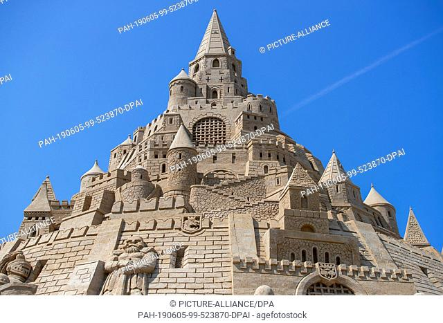 05 June 2019, Mecklenburg-Western Pomerania, Binz: The new record castle stands on the grounds of the Sand Sculpture Festival. At 17