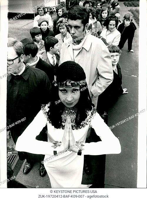 Apr. 12, 1972 - Bonus for 'Treasures of Tutankhamen' Queue: One of the largest queues yet outside the British Museum, waiting to see the 'Treasures of...