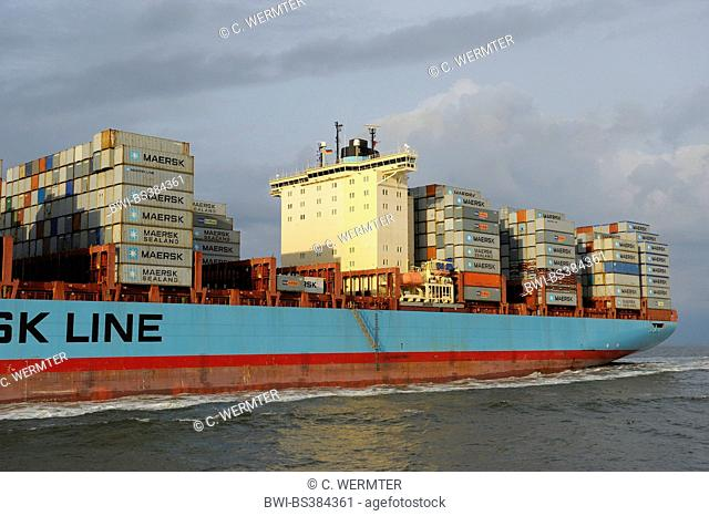 cargo ship in the Elbe estuary, Germany, Lower Saxony, Cuxhaven