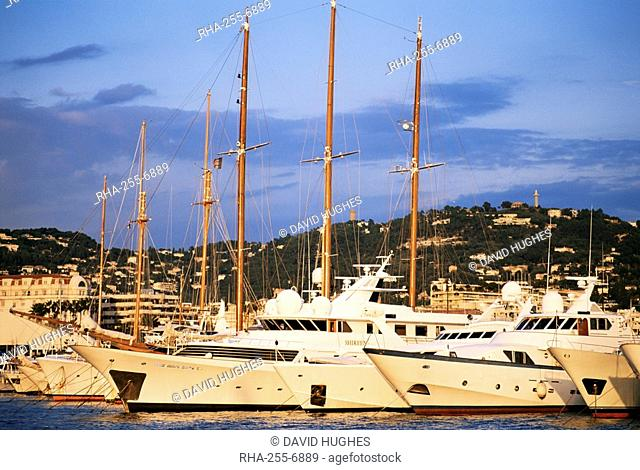 Harbour, Cannes, Alpes-Maritimes, Cote d'Azur, French Riviera, Provence, France, Mediterranean, Europe