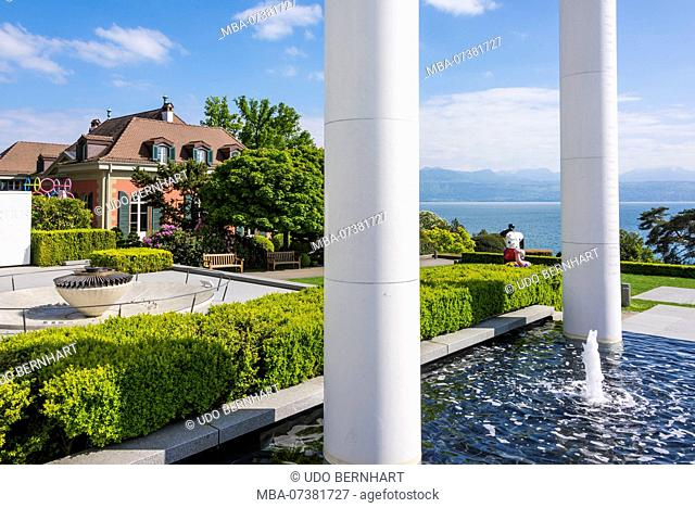 Square in front of Olympic Museum 'le Musée Olympique' overlooking the lake, Quai d'Ouchy, Lausanne, Lake Geneva, canton of Vaud, Western Switzerland