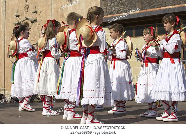 During the festivities in Alcala de la Selva village there are multiple acts, such as street dances in pilgrimage and old rituals to the Virgin