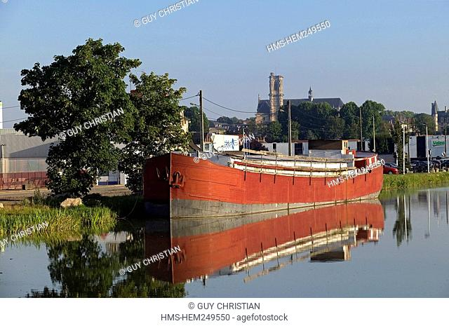France, Nievre, Nevers, lateral canal to the Loire River, barge in the harbour