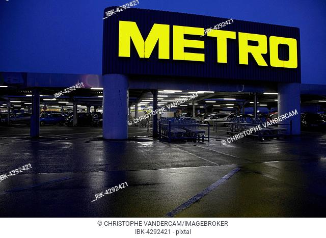 Metro supermarket, car park, Aken, Saxony-Anhalt, Germany