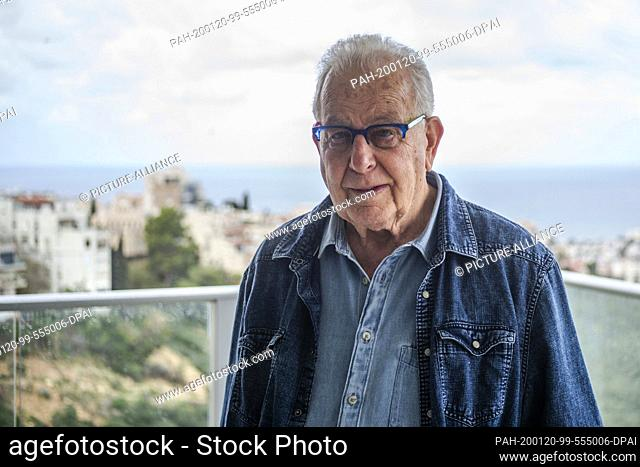dpatop - 20 January 2020, Israel, Haifa: Naftali Fürst, an 87-year-old Holocaust survivor, stands on a balcony in his home