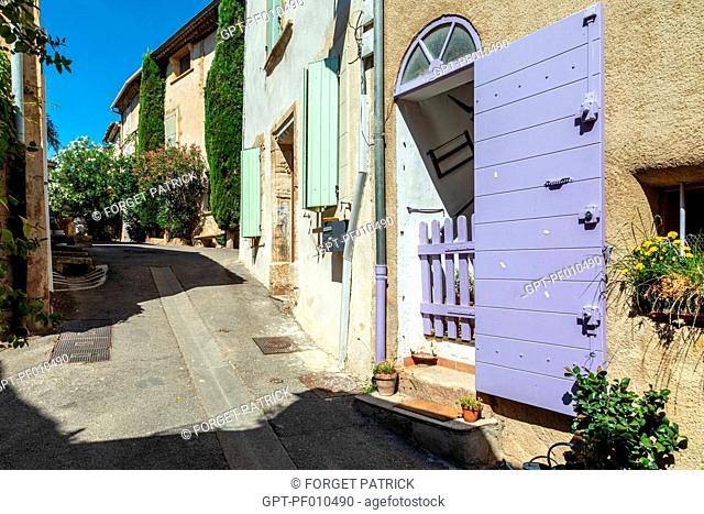 SMALL VILLAGE HOUSES, RUE HENRI SARRET, VILLAGE OF LOURMARIN, VAUCLUSE, LUBERON, FRANCE