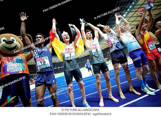 08.08.2018, Berlin: Athletics, European Championships in the Olympic Stadium: Decathlon, 1500 m, men, (from left) mascot Berlino, Ruben Gado from France