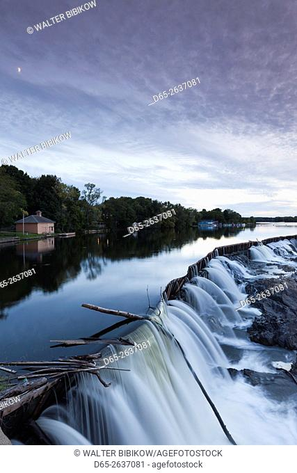 USA, Massachusetts, Lowell, Lowell National Historic Park, Pawtucket Falls and Pawtucket Dam on the Merrimac River