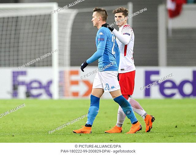 22 February 2018, Germany, Leipzig, Soccer, Europa League, RB Leipzig vs. SSC Naples, Round of last 32: Leipzig's Marcel Sabitzer (R) comforts Naples' Piotr...