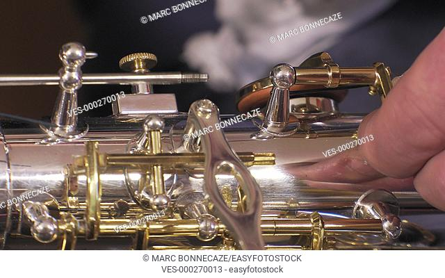 placing key rod of alto saxophone