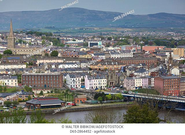 UK, Northern Ireland, County Londonderry, Derry, elevated town view