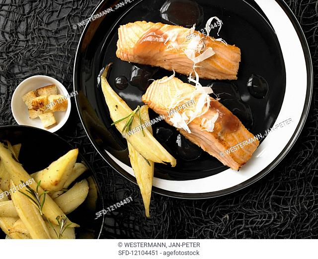 Roasted pickled salmon fillets with red wine and parsnips