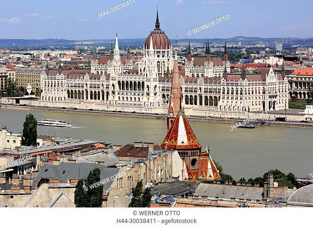 Ungarn, Mittelungarn, Budapest, Donau, Hauptstadt, Panoramablick von Buda ueber die Calvinistenkirche nach Pest, Ungarisches Parlament