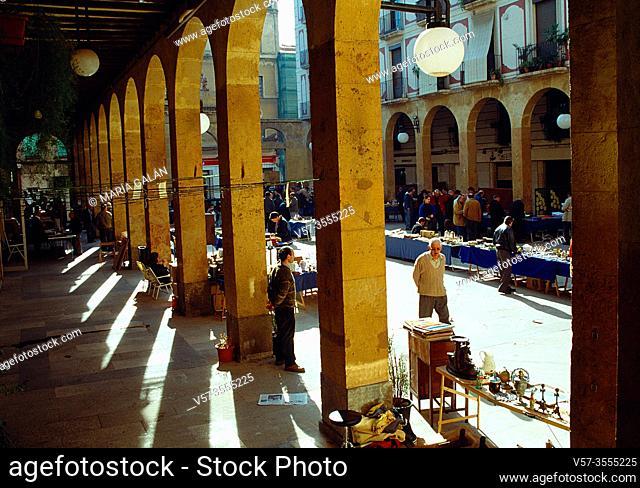 Flea market in Sant Pere Square. Reus, Tarragona province, Catalonia, Spain