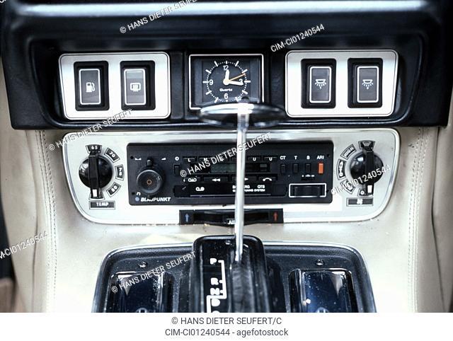 Daimler Double Six, model year 1981, detail, details, interior, Cockpit, console, Carmatik, carradio, technics, technical, technically, accessory, accessories