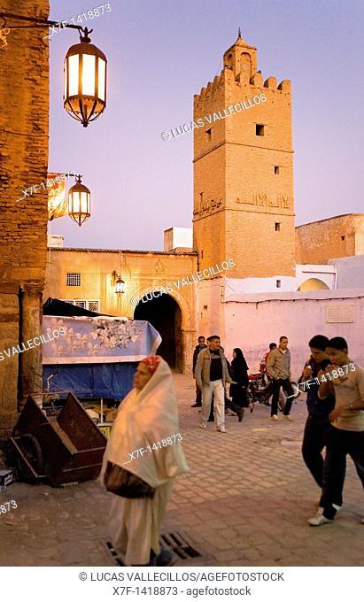 Tunez: Kairouan  Rue Sept Novembre