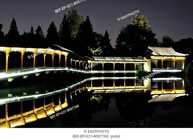 Hangzhou Ji Hongqiao night