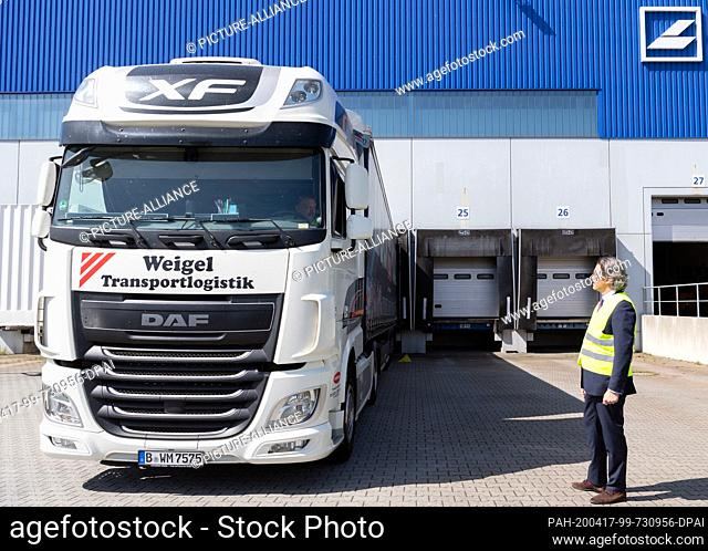 16 April 2020, Brandenburg, Großbeeren: Federal Minister of Transport Andreas Scheuer (CSU) visits the logistics service provider Rhenus Warehousing Solutions...