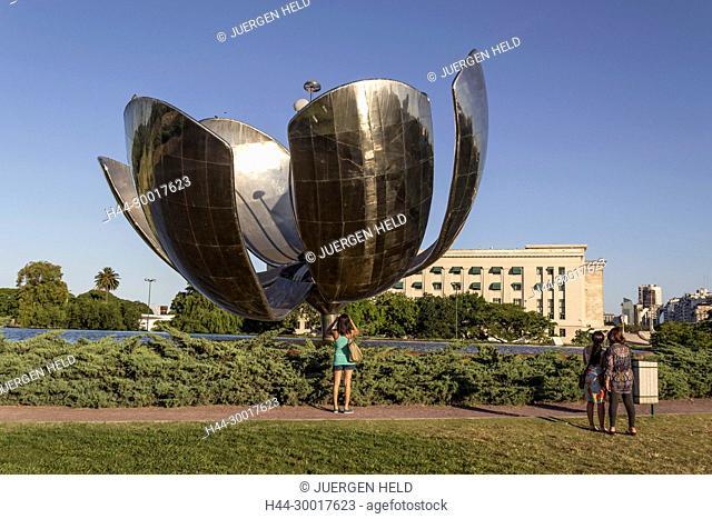 Argentina, Buenos Aires, Recoleta, Floralis Generica Metal Flower, Eduardo Catalano, Plaza Naciones Unidas