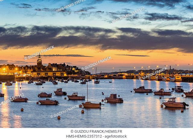 France, Finistere, Iroise Sea, Roscoff, the fishing harbour, the village and Notre Dame de Croas Batz church