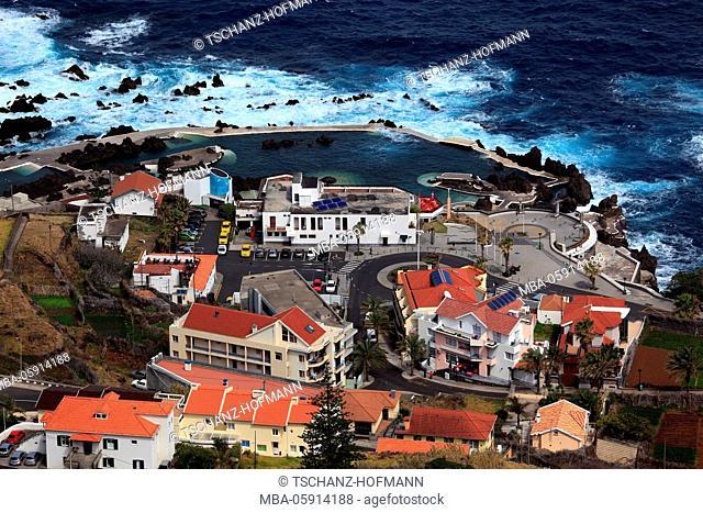 View to the village porto Moniz on the northwest coast of the island Madeira, lava pool, outdoor swimming pool, Rotunda there Piscina, Piscinas natureais