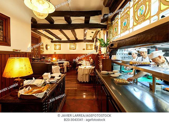 Kitchen, Restaurante Juanito Kojua, Parte Vieja, Old Town, Donostia, San Sebastian, Gipuzkoa, Basque Country, Spain