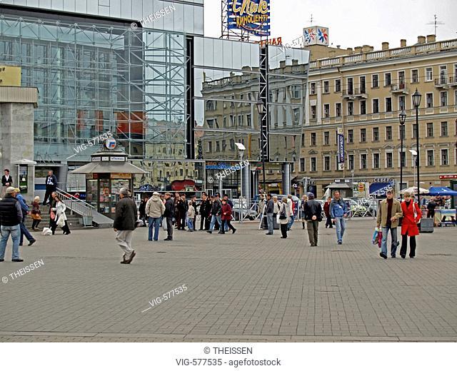 modern departement store on the Sennaya Square in Saint Petersburg, Russia. - 02/09/2007