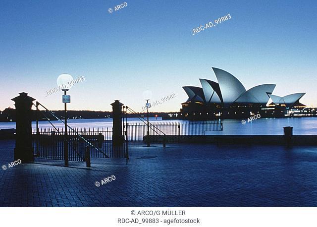 Sydney Bay with Sydney Opera House Sydney New South Wales Australia Sydney-Bucht mit Opernhaus Sydney New South Wales Australien
