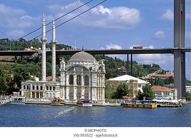 THE ORTAKOY MOSQUE sits underneath the BOGAZICI KORPUSU (bridge) on the BOSPHORUS - ISTANBUL, TURKEY - 18/12/2007