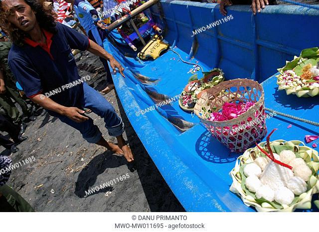 Fishermen taking ritual offerings to the Southern Sea to pay homage to the Sea Goddess Nyi Roro Kidul Bantul, Yogyakarta, Indonesia February 2, 2006 Once a year