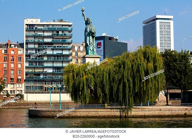 Ile aux Cygnes. Statue of Liberty. Seine river. Paris. France