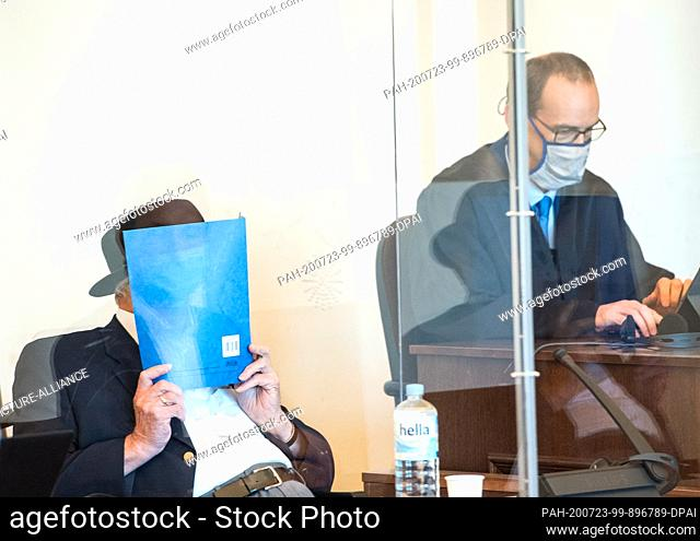 23 July 2020, Hamburg: A 93-year-old former SS guard of the Stutthof concentration camp near Danzig (M.) sits in a courtroom behind a Plexiglas pane in the...