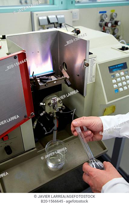 Atomic absorption spectrophotometer, Determination of metals in construction materials cement, aggregates, water, Laboratory, Research on building materials